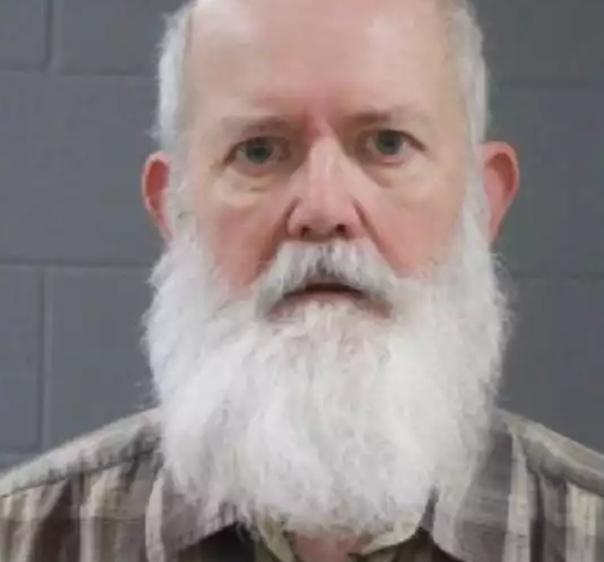 Популярного блогера арестовали за детскую порнографию Американский блогер Джон Роберт Крампф, более известный под псевдонимом Happy Scientist на YouTube, арестован по подозрению в сексуальной