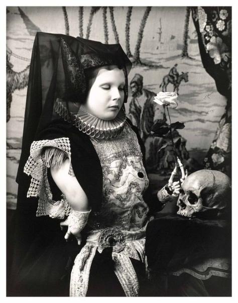 Жизнелюбивый певец смерти Джоэл-Питер Уиткин Один из самых известных и противоречивых фотографов современности знаменит тем, что любил фотографировать карликов, трансвеститов, транссексуалов,