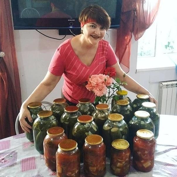 В Астрахани женщина убила своего 12-летнего сына гантелей за то, что он целую ночь где-то гулял и вернулся домой только под утро После того, как мать поняла, что ребёнок мёртв, она