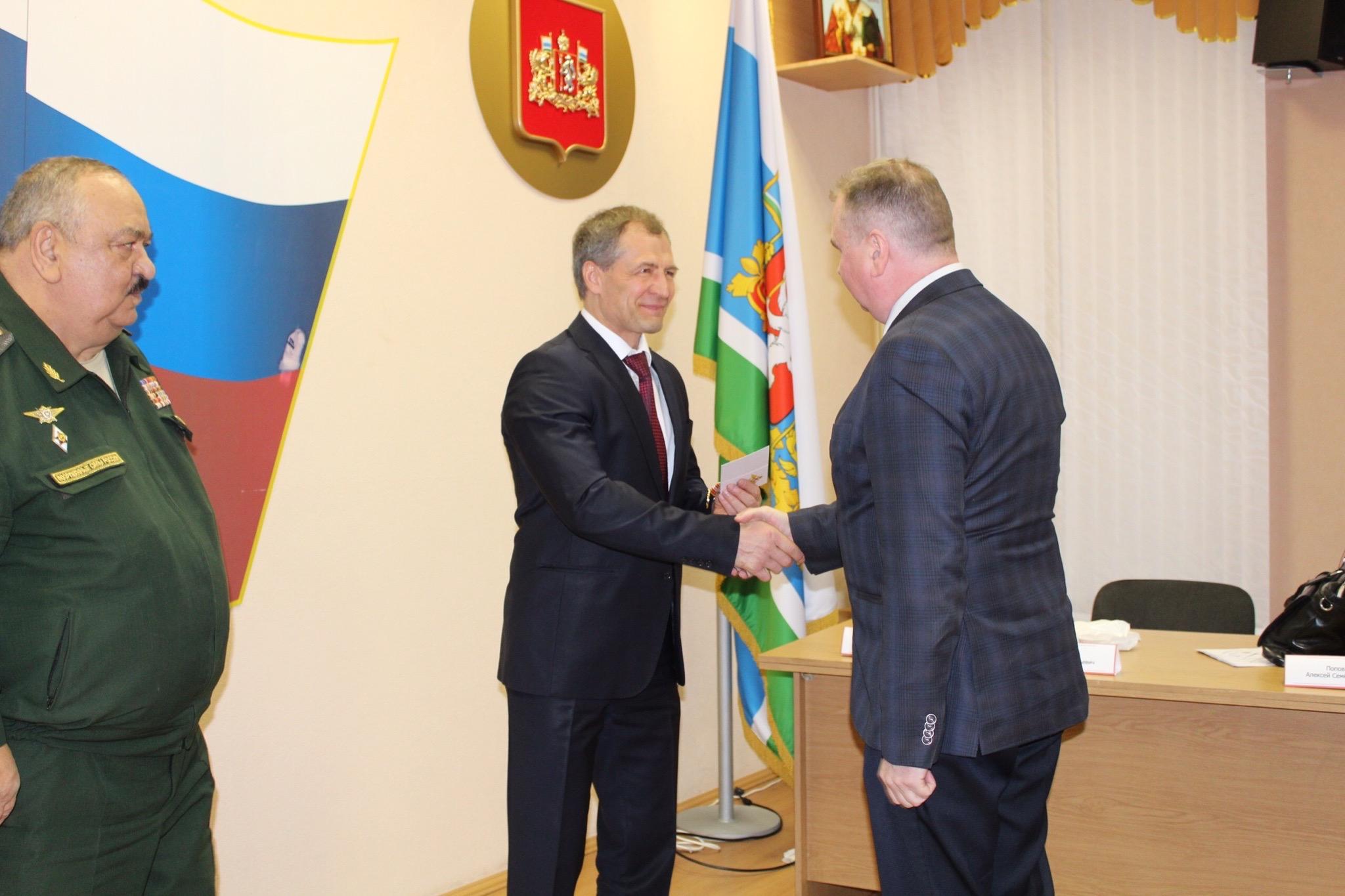 Игорь Володин приветствовал и вручил награды помощникам военных комиссаров ЦВО