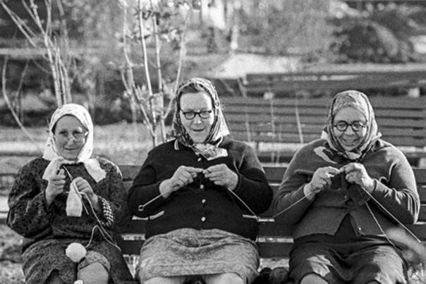Специалисты сравнили российские пенсии с пенсиями СССР! В советское время пенсионеры могли откладывать до половины пенсии про запас, имели подсобное хозяйство, могли купить дорогие вещи и даже